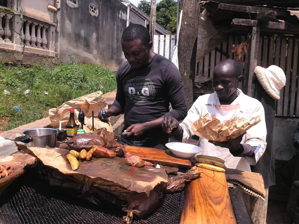 Helfen Sie mit Kamerun Reisen den Einheimischen